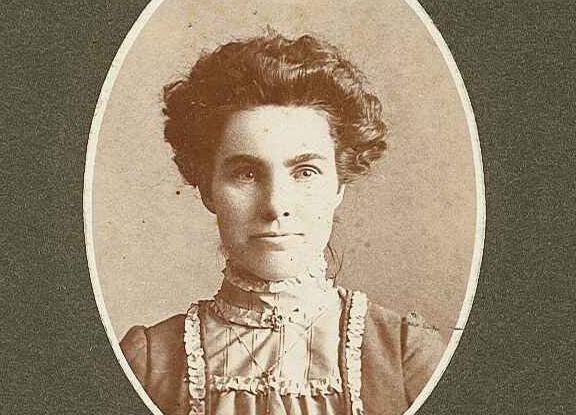 genealogy_woman.jpg