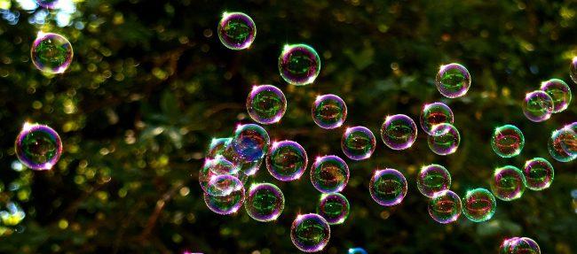 soap-bubbles-2417436_1920-650x287.jpg