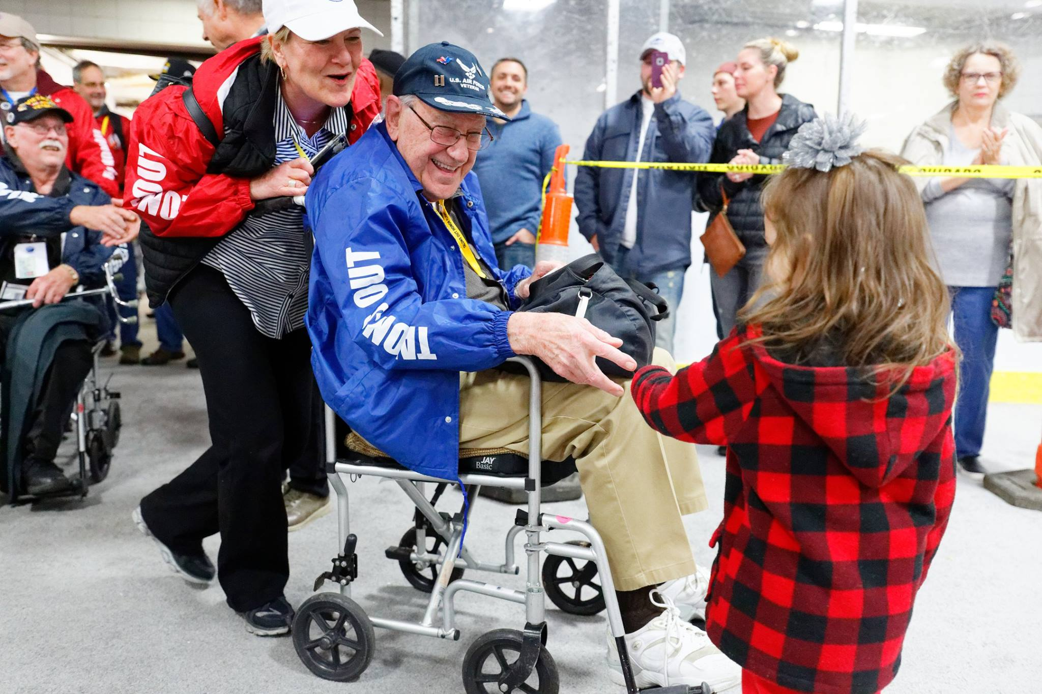 A young girl welcomes home an Honor Flight veteran