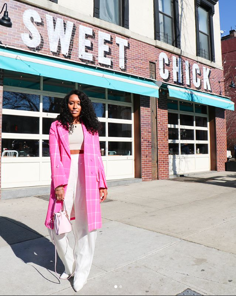 Shiona Turini ( @ShionaT ) played with different shades of pink with her jacket bag combination.