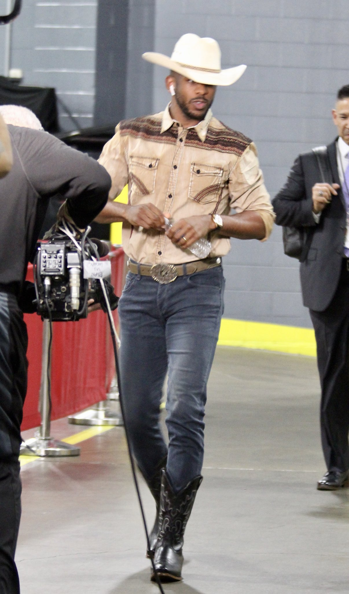 Kolor Magazine Incase You Missed It- Dressing Up As A Cowboy Is A Ting In 2018 Chris Paul.jpg