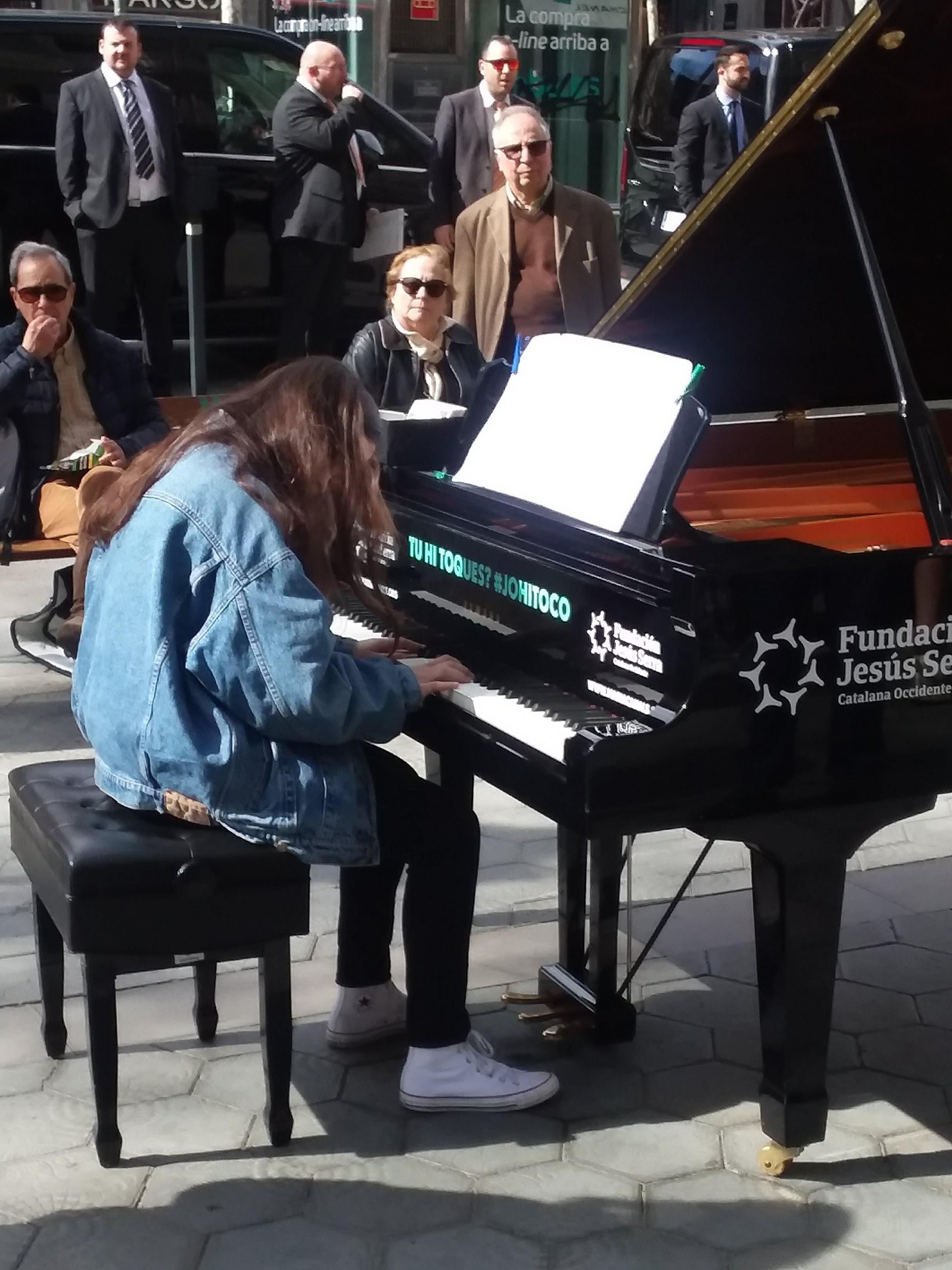Piano man outside Hotel Majestic
