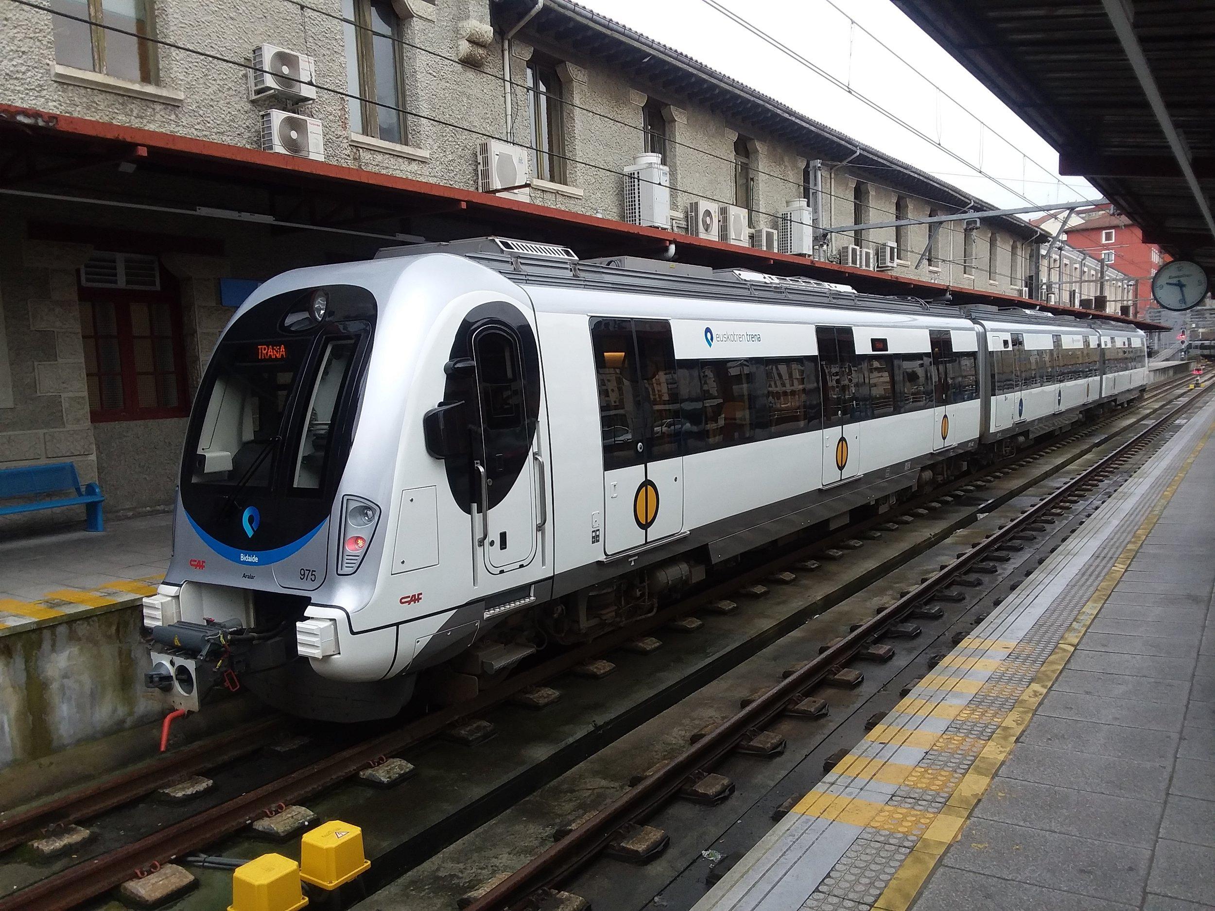 guernica4 train.jpg