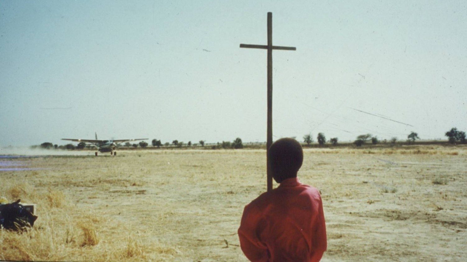 Child+holding+cross+on+airstrip+%281%29.jpg