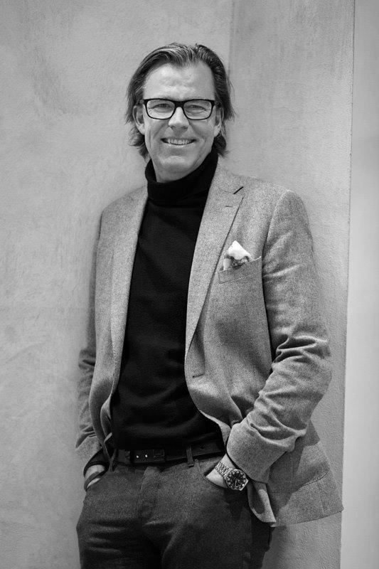Øystein Aurlien pressebilde full sorthvitt.jpg