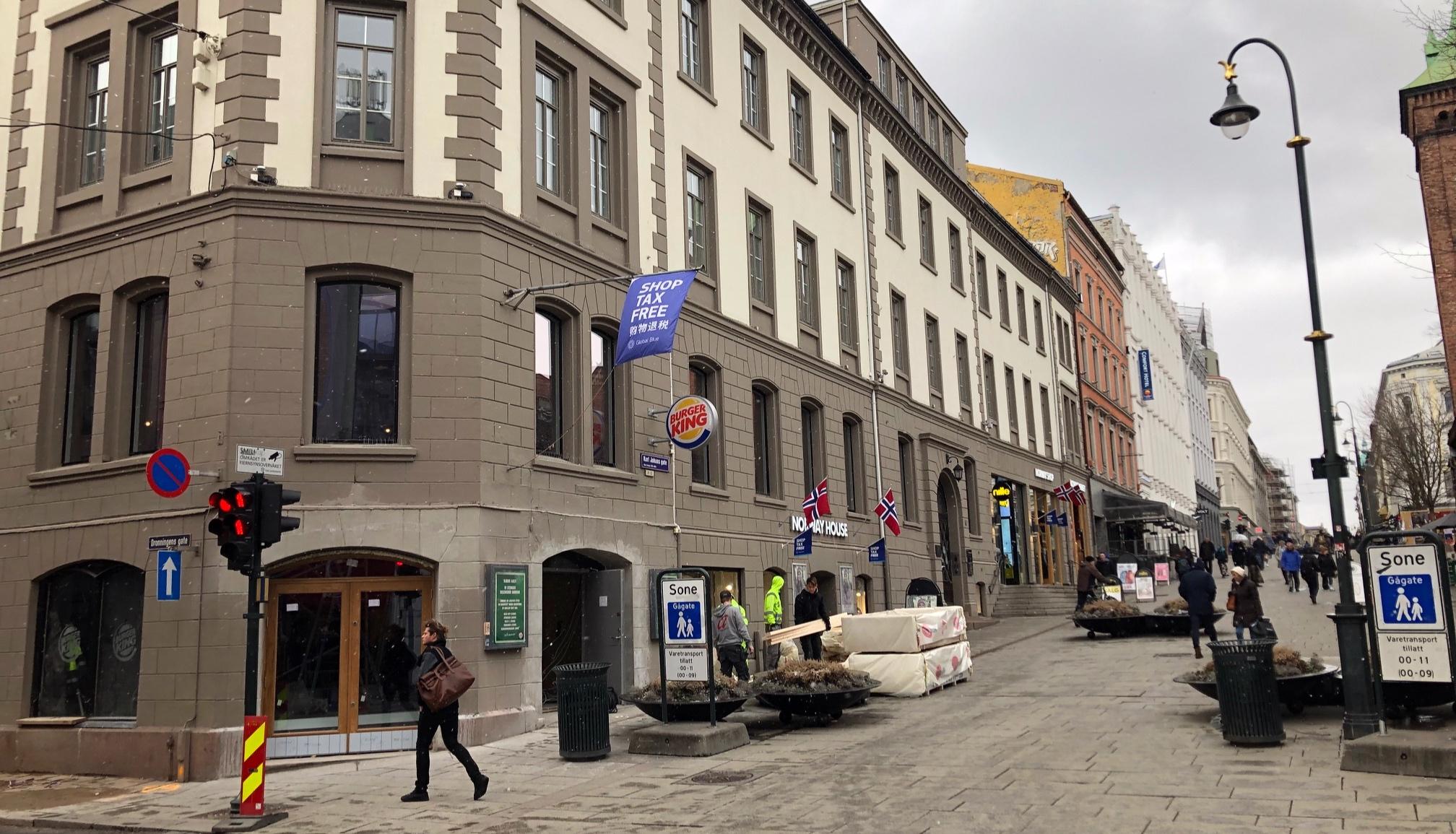 I lokalene etter Burger King (hjørnet Dronningensgate/Karl Johans gate) kommer det et opplevelseskonsept for turister. Ved siden av opptar Norway House store deler av kvartalet.