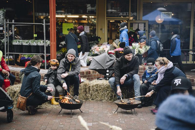 Torg og møteplasser er viktige verktøy i å skape sosial bærekraft. Her fra Tøyen Torg tidligere i år. Foto: Ola Vatn.