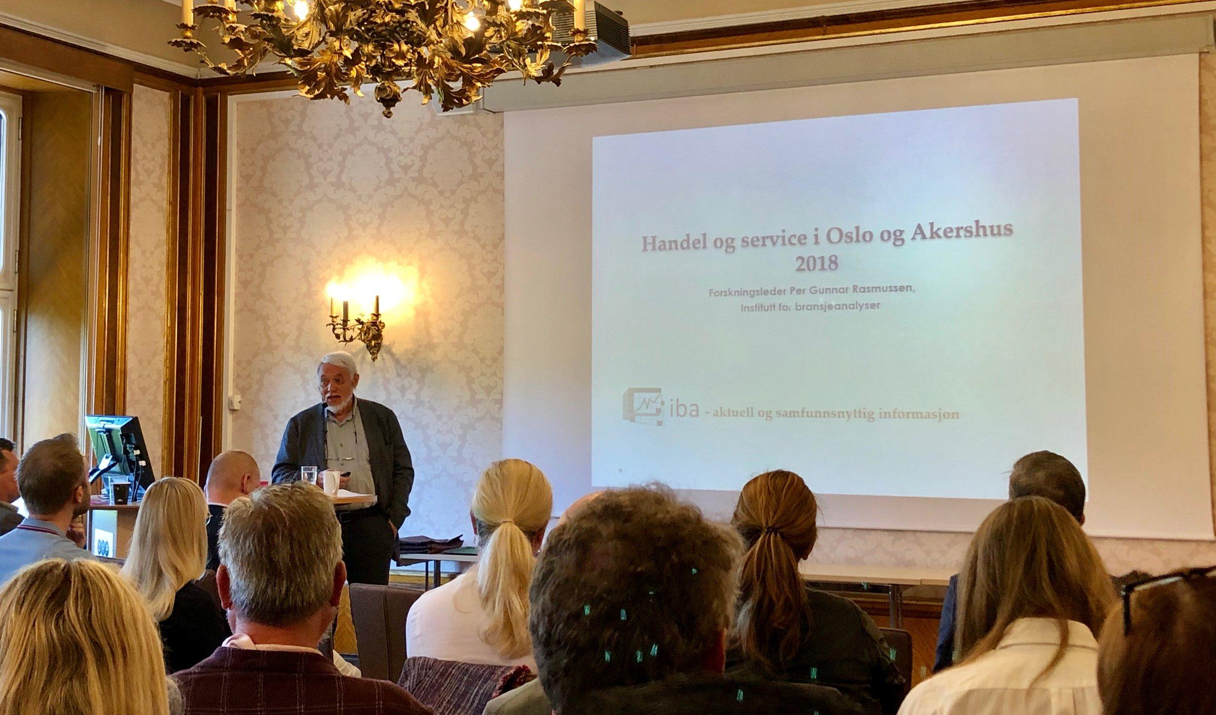 Per Gunnar Rasmussen (IBA) presenterer Osloanalysen hos OHF, for 30. gang.