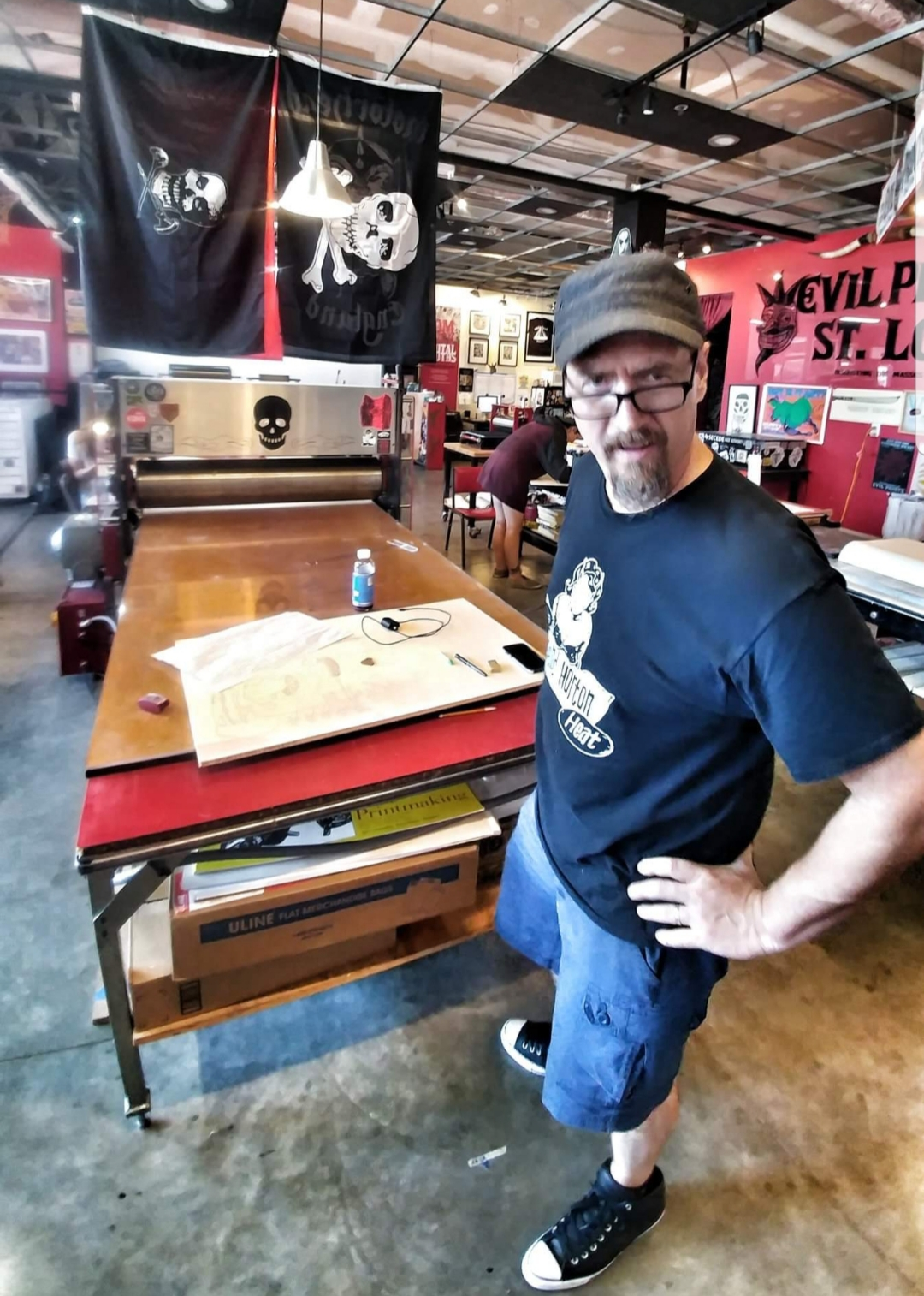 Here is a man ready to draw on the block. This would be my station (on the big press!) for the next several days. The gal in the background, Tricia, would later join me. Good thing too, as she is a carving wizard and taught me a few things. (Pic by Shannon Cousino)