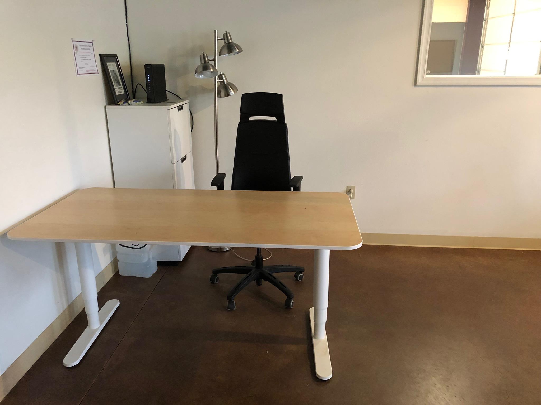 RR lobby desk.jpg