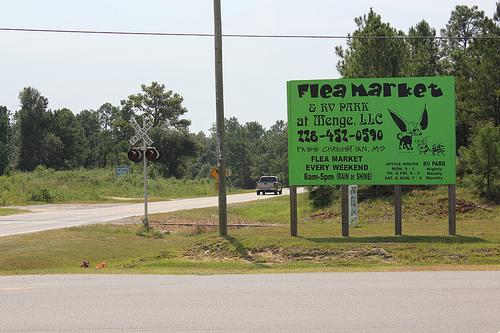 sign at entrance of Flea Market & RV Park at Menge