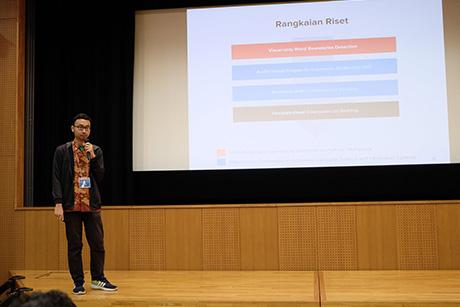 Muhammad Rizki Aulia Rahman Maulana  giving a research presentation