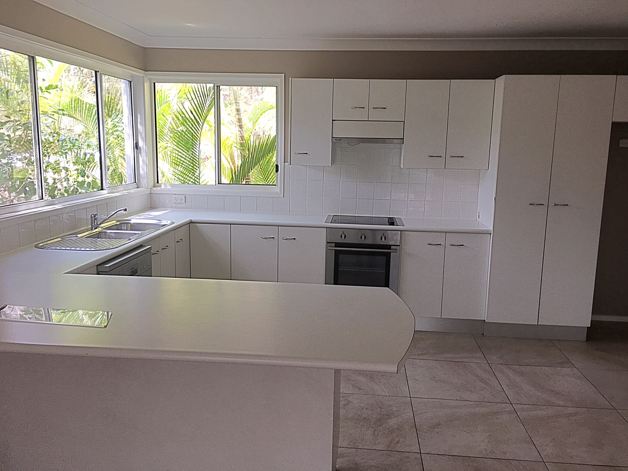 end of lease clean kitchen East Gosford - Copy.JPG
