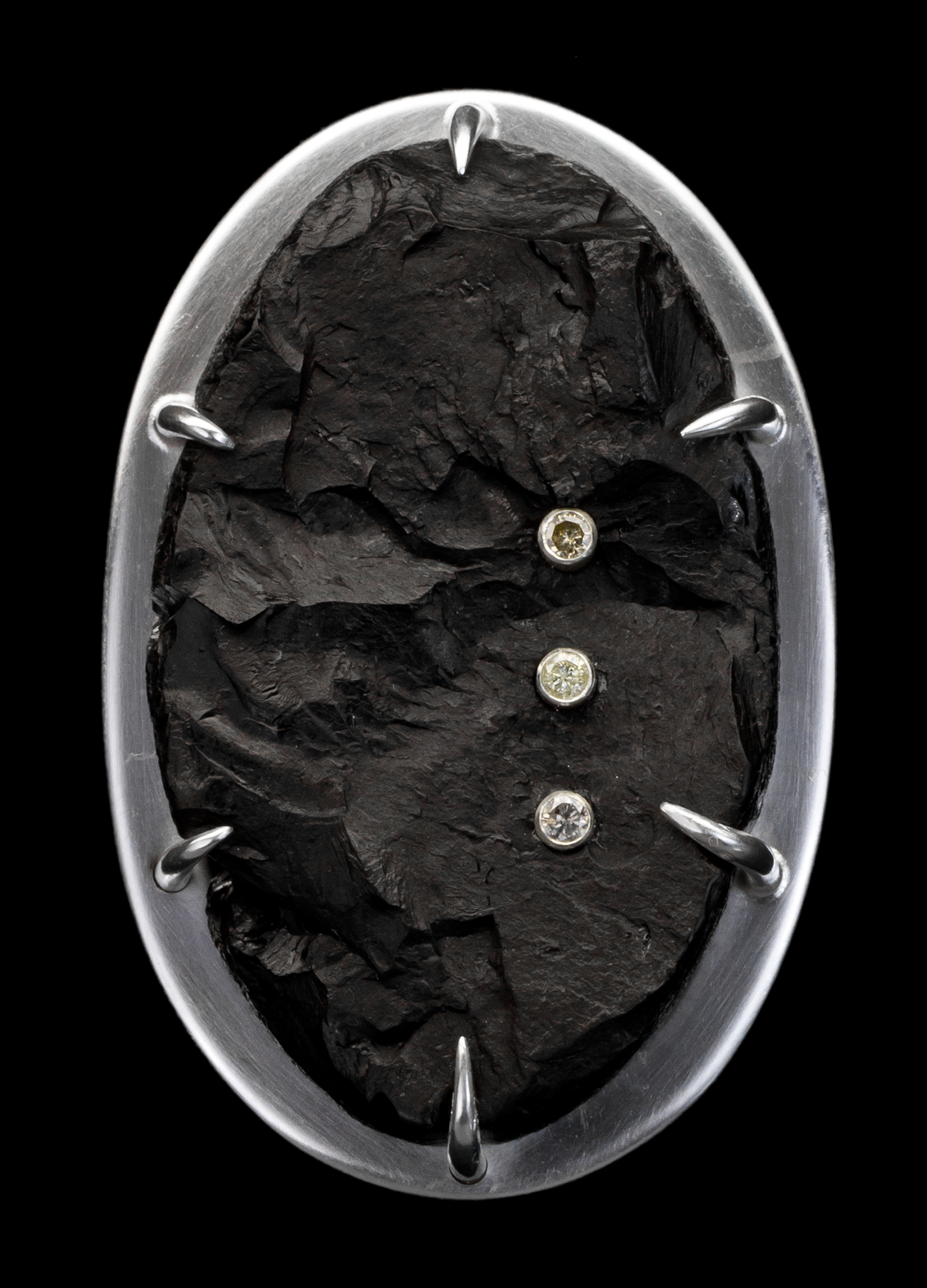 [SQUARE]-Coal-Brooch-1.png