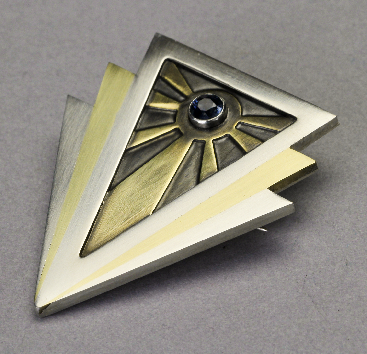 [SQUARE]-Deco-Brooch-Detail.png