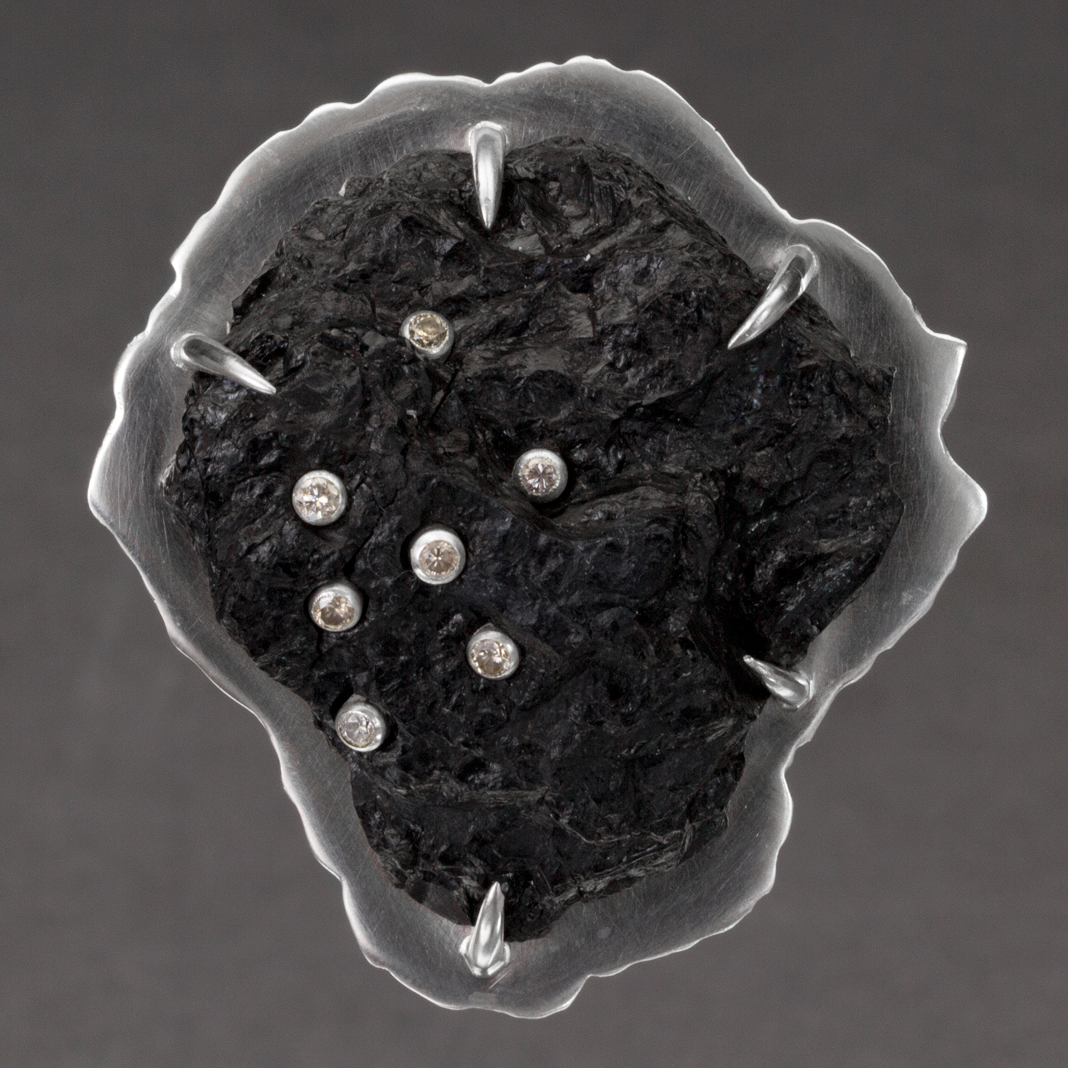 [SQUARE]-CoalBrooch2Front.png