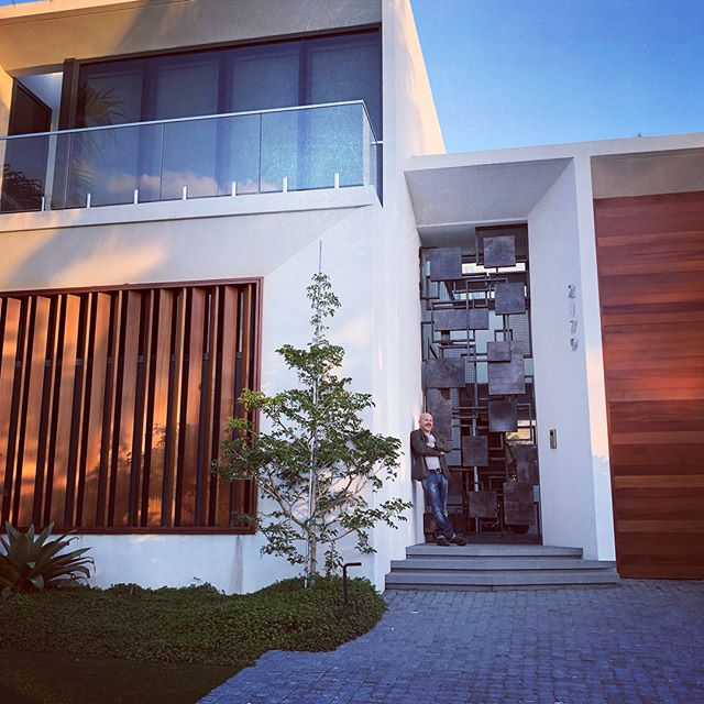 Having an amazing time in South Beach visiting #artbasel2018miami and getting to see my sculptural gate on this just completed incredible home designed by @browndavisarchitecture @browndavis #sculpturalgate #miamiart #stainlesssteelgate #architecturalart #architecturalsculpture