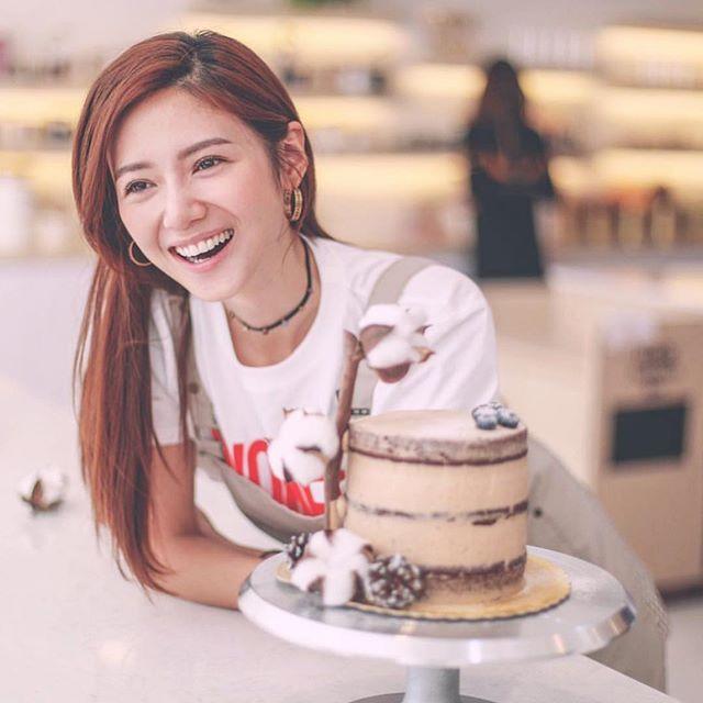 👩🏻🍳#bakebe FIRST CELEBRITY MENU by @misselvani -「綿綿の 愛」Vegan cake . (甜品B.B Elva特地親手設計和製作這個蛋糕送給她最愛的粉絲們的!滿滿的愛💕💕) . [Bakebe x Elva ]全素系列會在2019年1月中旬正式推出喔! Now everyone can Bake like a pro and be healthy like Elva !