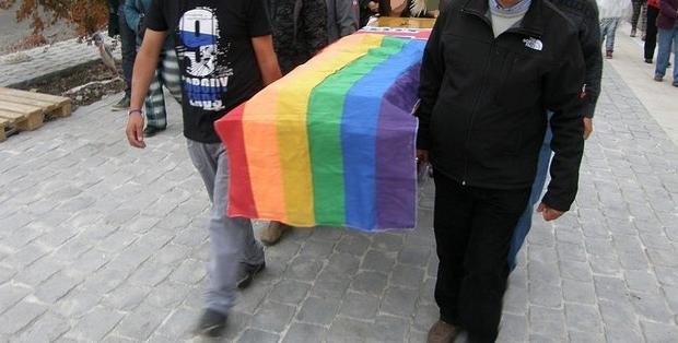 mancunianmatters2014funeral_lgbt_gay_flickr_movilh_chile.jpg