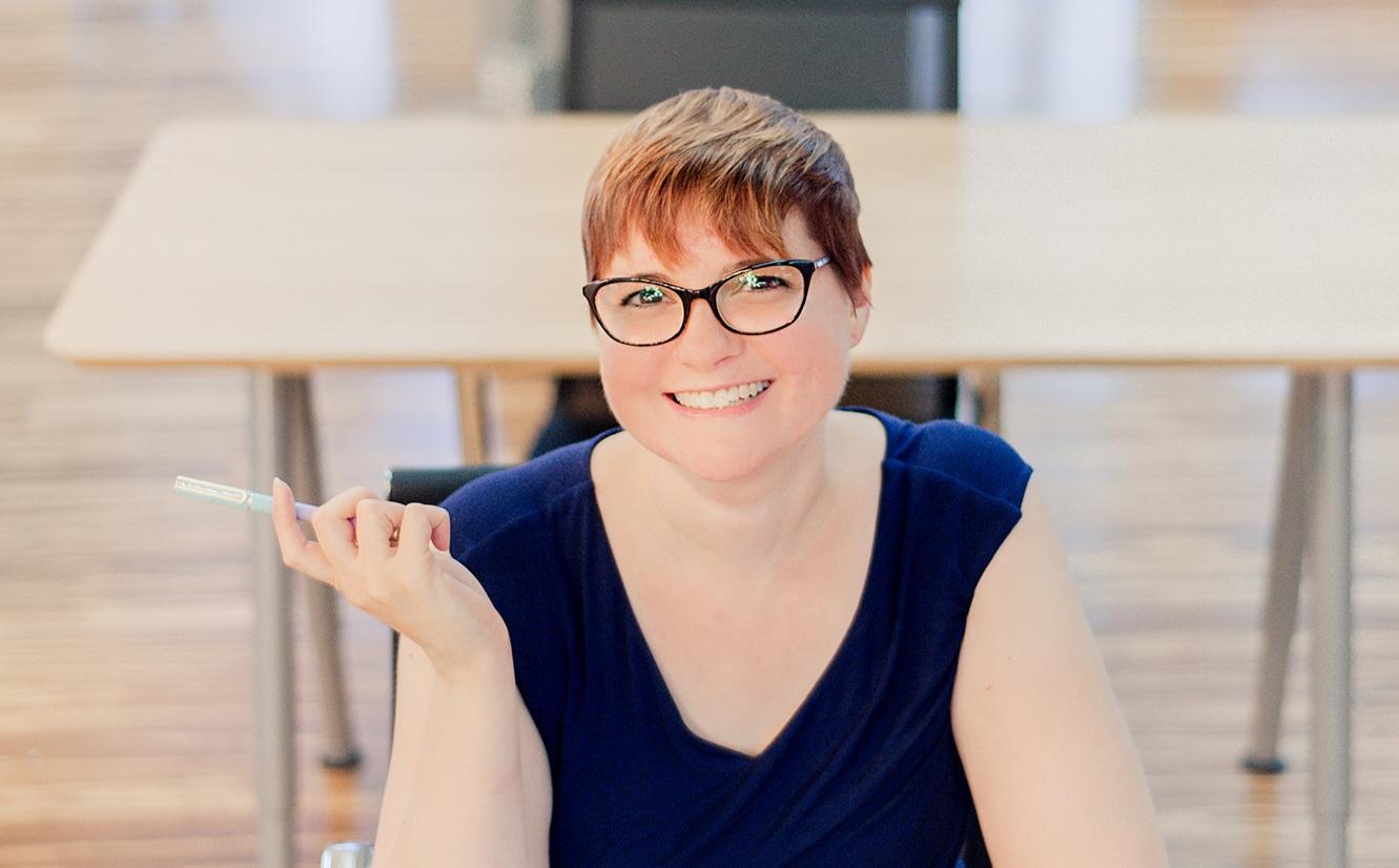 Jenn-Murray-Pen-in-Hand.jpg