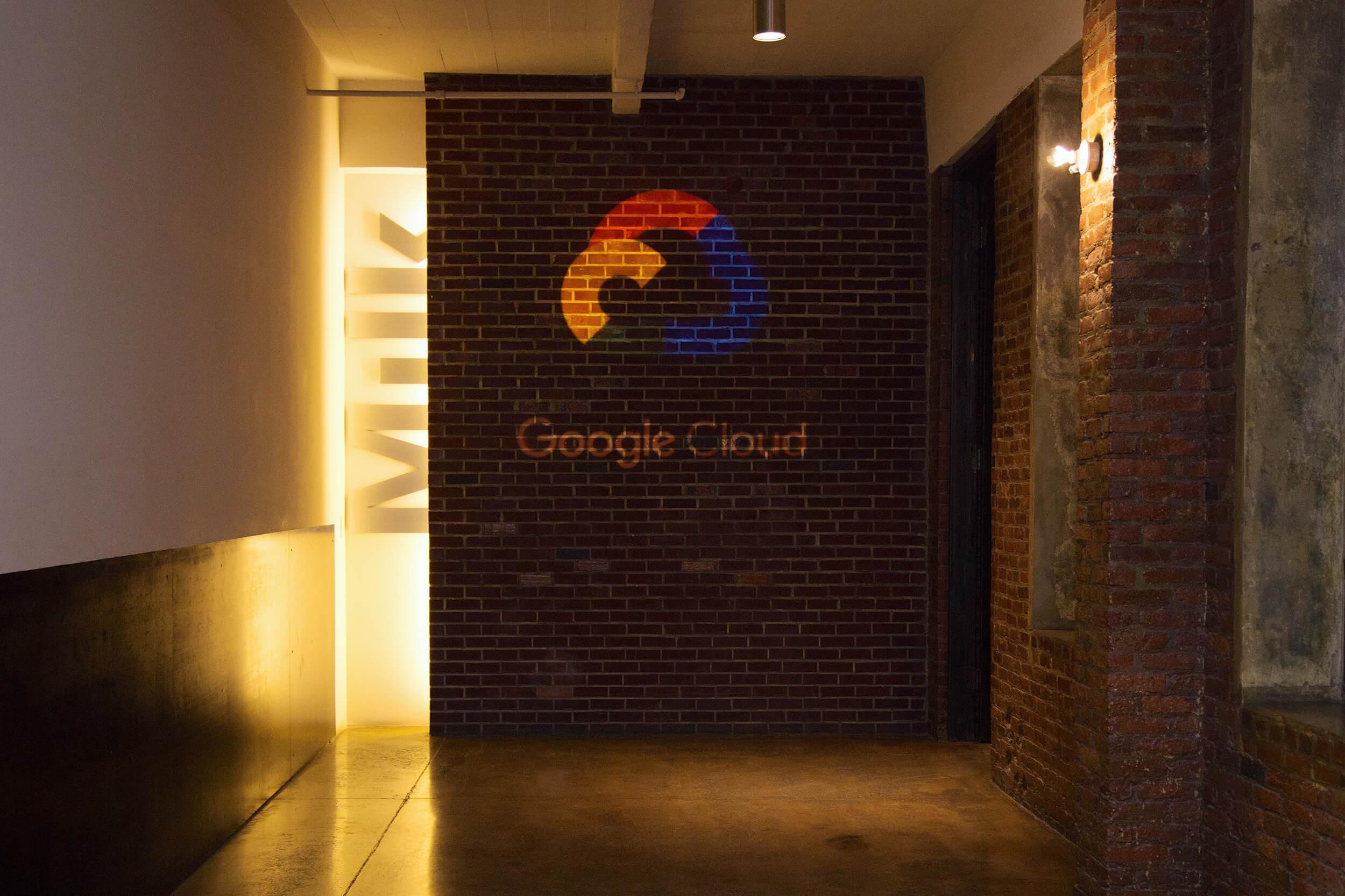 googlecloud_09_crop_min.jpg