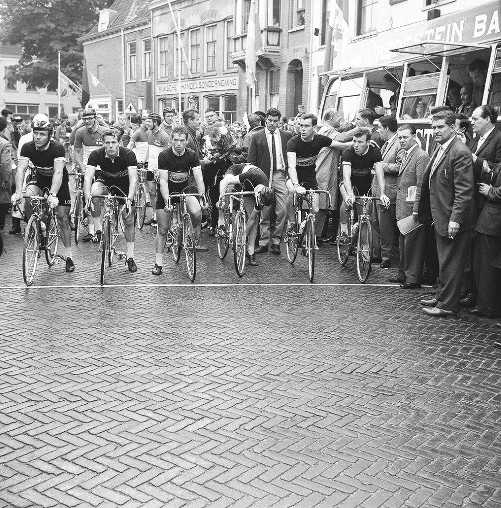 Welkom - ZRTC Theo Middelkamp is een wielervereniging die als doel heeft het bevorderen van de wielersport in de breedste zin, maar in het bijzonder de Zeeuwse Wielersport. Dit doet zij door het opleiden van jonge renners, het organiseren van trainingen, wedstrijden en toertochten en het deelnemen hieraan en het geven van voorlichtingen.Onze vereniging is opgedeeld in een ren- en tourafdeling. Momenteel zijn er 80 renners met een licentie binnen de renafdeling actief en fietsen de 90 tourders regelmatig hun rondje.
