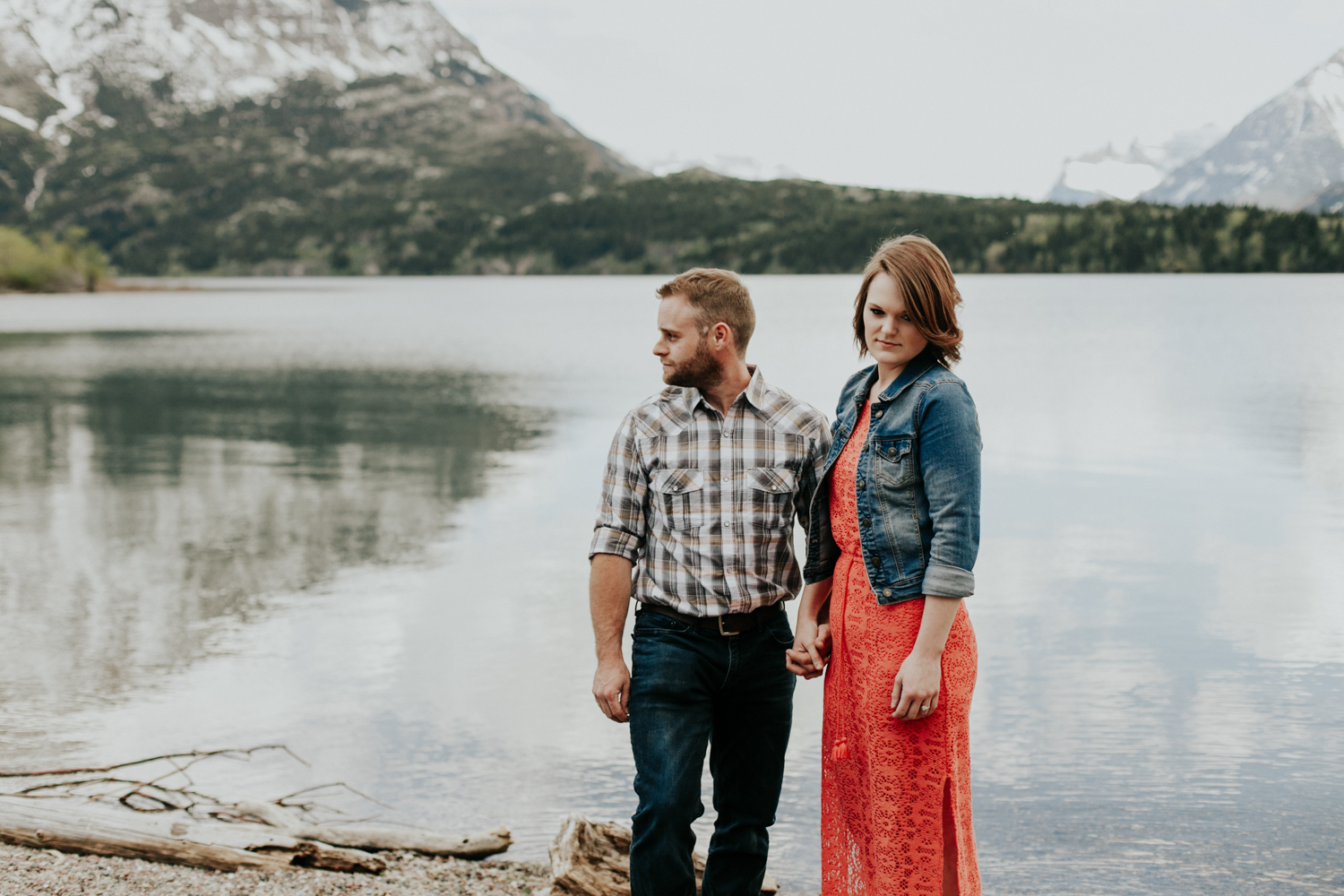 waterton-photographer-love-and-be-loved-photograph-mountain-engagement-luc-megan-picture-iamge-photo-2.jpg