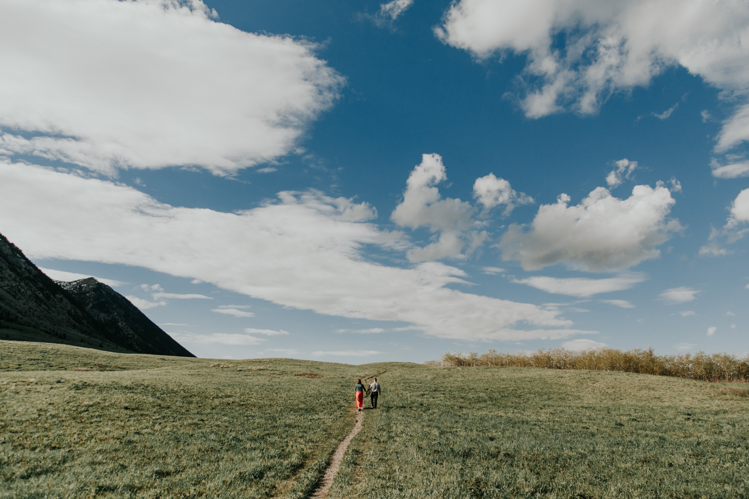 waterton-photographer-love-and-be-loved-photograph-mountain-engagement-luc-megan-picture-iamge-photo-8.jpg