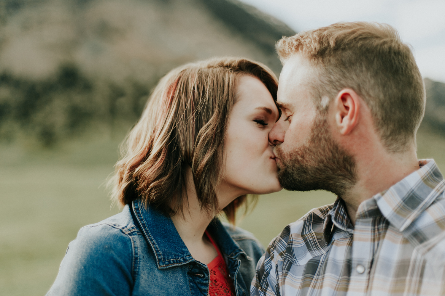 waterton-photographer-love-and-be-loved-photograph-mountain-engagement-luc-megan-picture-iamge-photo-14.jpg