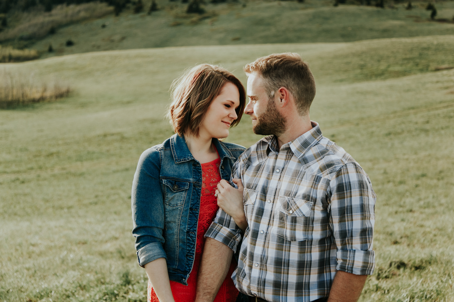 waterton-photographer-love-and-be-loved-photograph-mountain-engagement-luc-megan-picture-iamge-photo-17.jpg