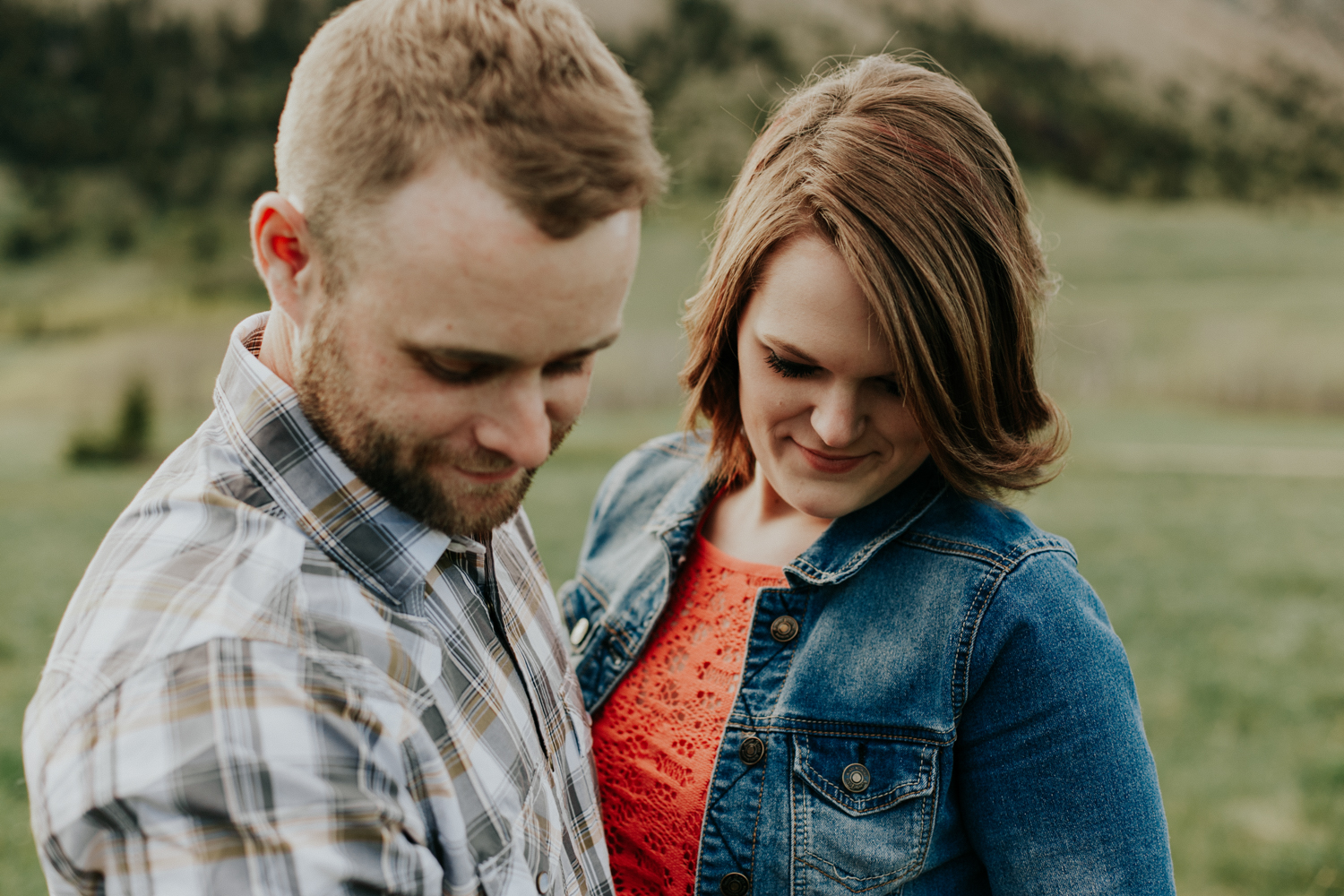 waterton-photographer-love-and-be-loved-photograph-mountain-engagement-luc-megan-picture-iamge-photo-23.jpg