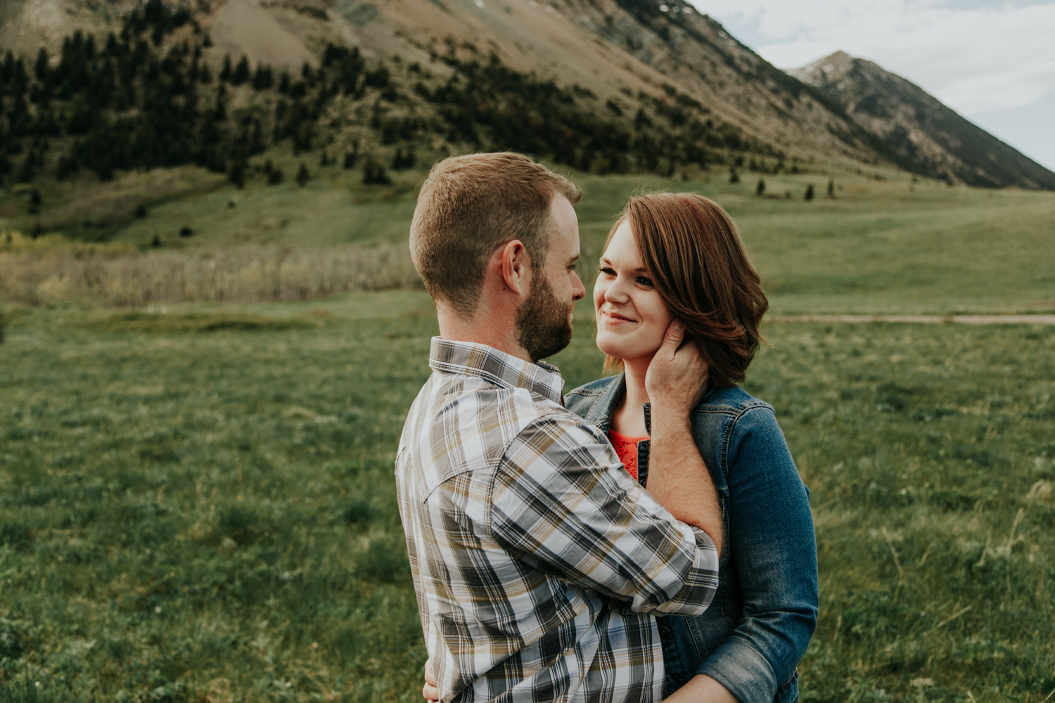 waterton-photographer-love-and-be-loved-photograph-mountain-engagement-luc-megan-picture-iamge-photo-25.jpg