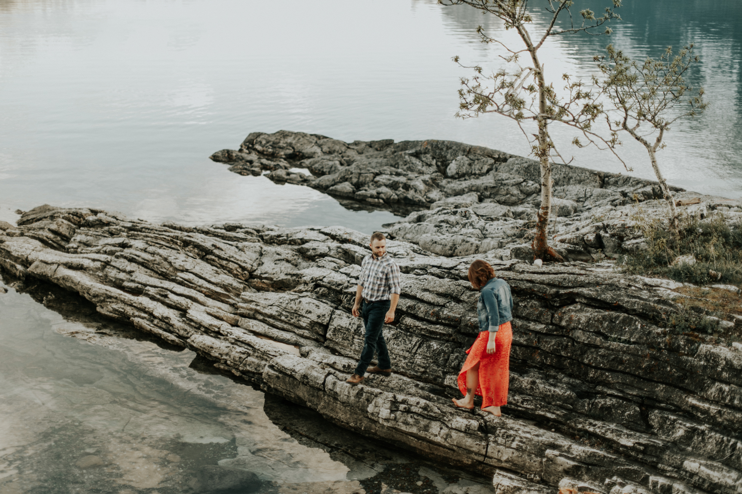 waterton-photographer-love-and-be-loved-photograph-mountain-engagement-luc-megan-picture-iamge-photo-34.jpg