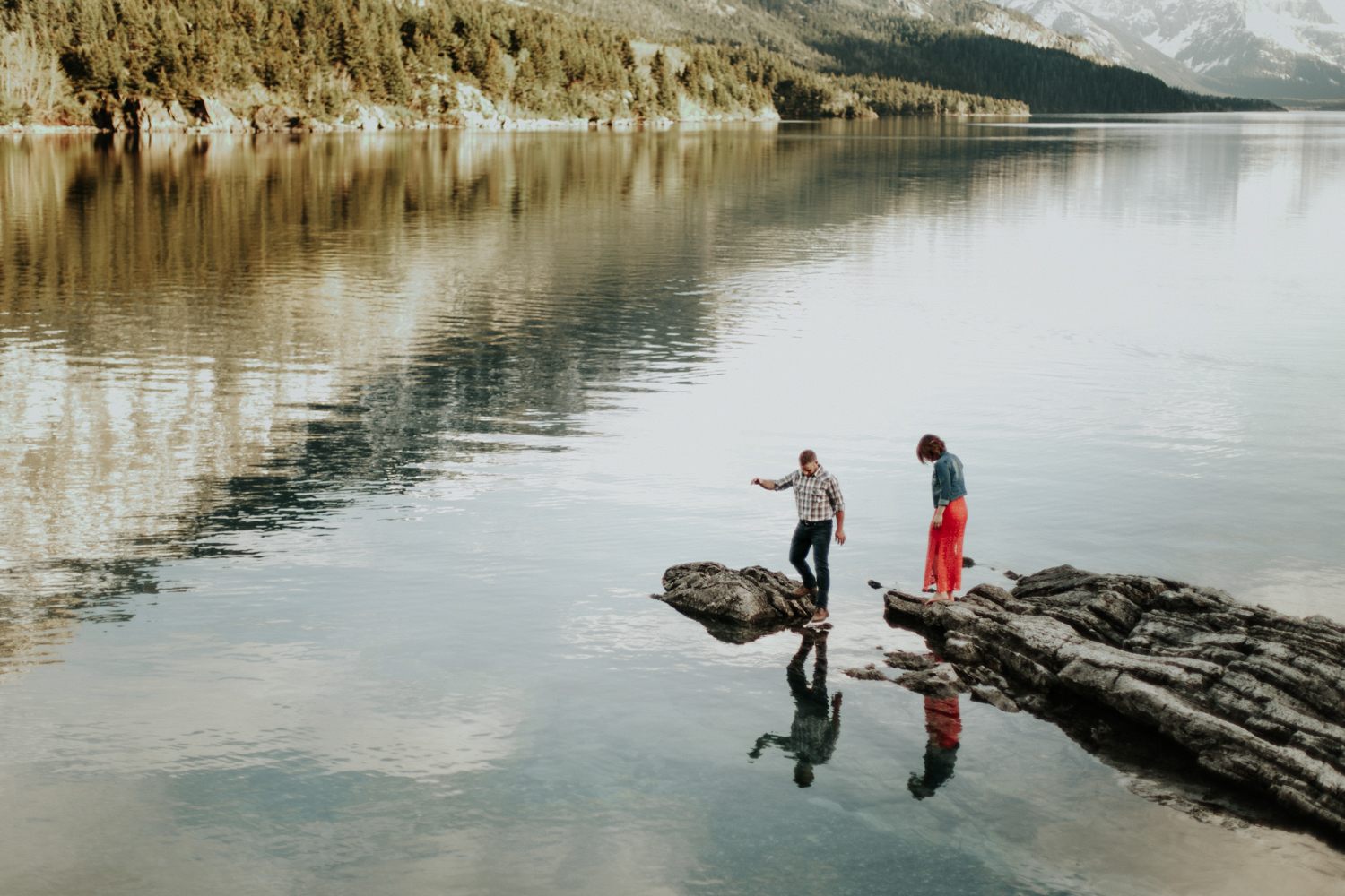 waterton-photographer-love-and-be-loved-photograph-mountain-engagement-luc-megan-picture-iamge-photo-35.jpg