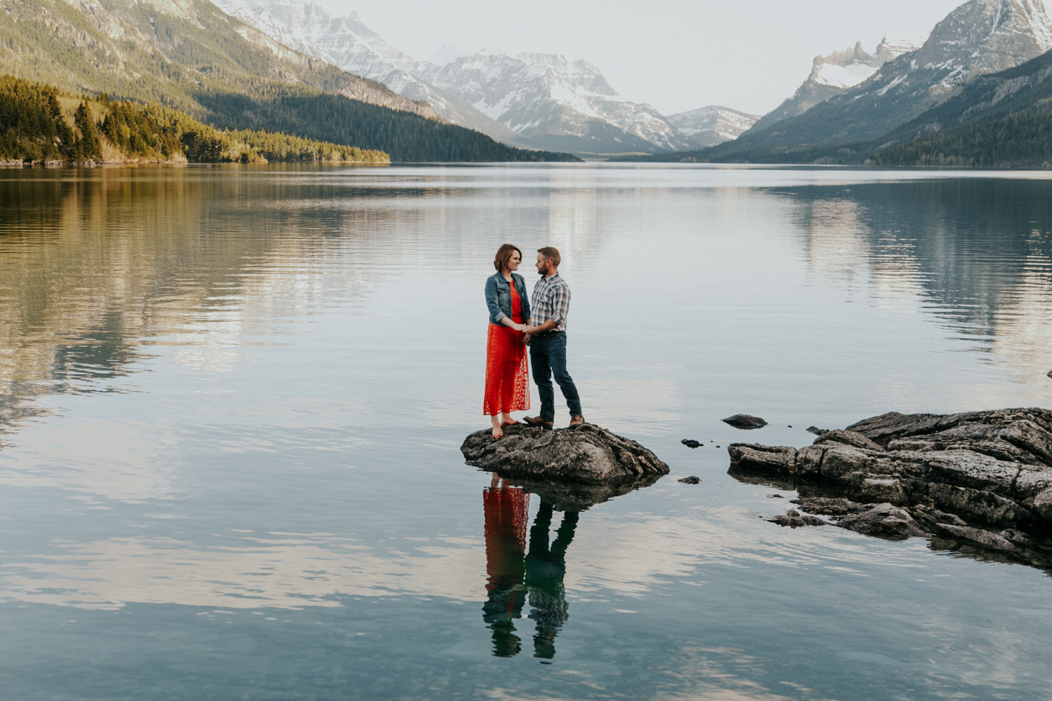 waterton-photographer-love-and-be-loved-photograph-mountain-engagement-luc-megan-picture-iamge-photo-37.jpg