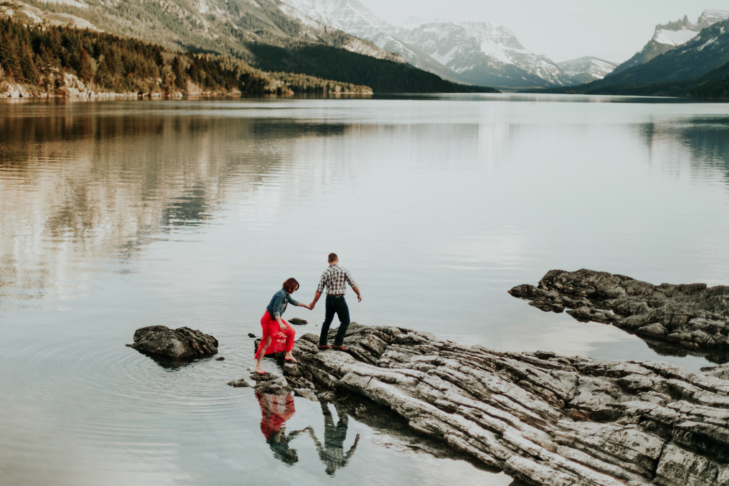 waterton-photographer-love-and-be-loved-photograph-mountain-engagement-luc-megan-picture-iamge-photo-40.jpg