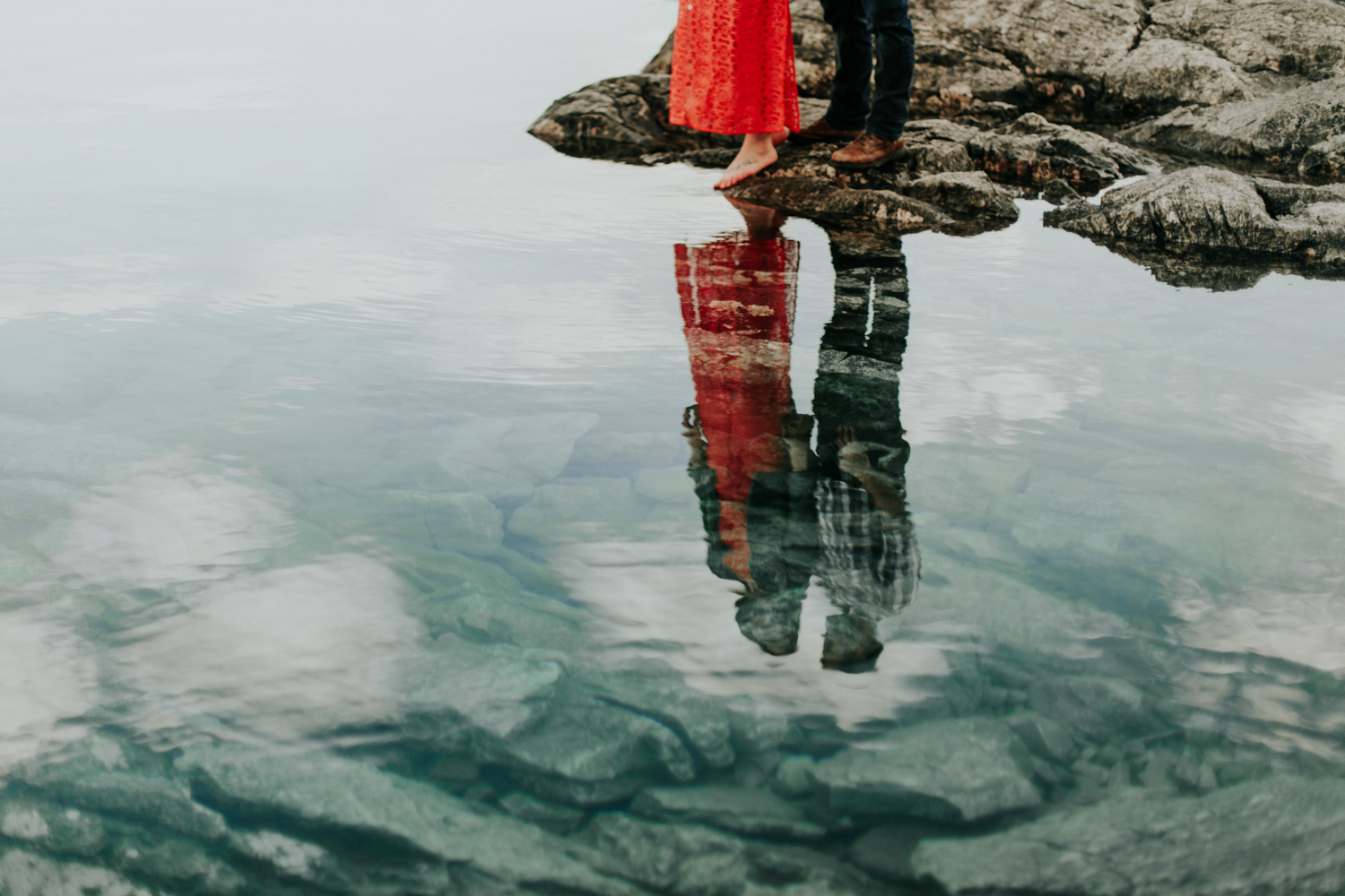 waterton-photographer-love-and-be-loved-photograph-mountain-engagement-luc-megan-picture-iamge-photo-42.jpg