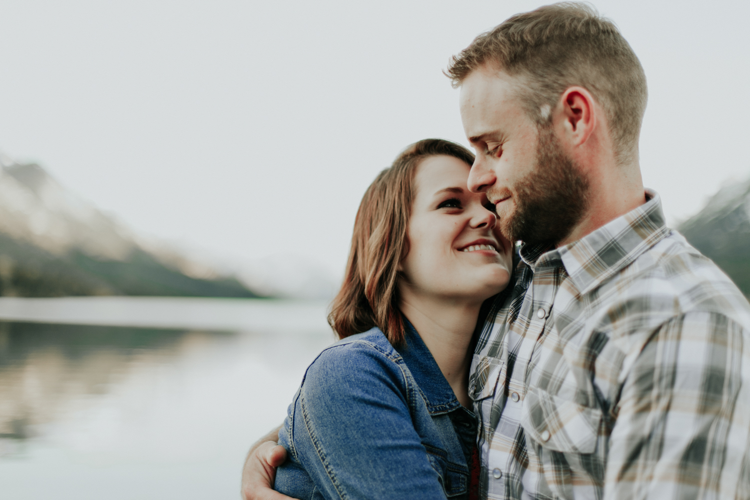 waterton-photographer-love-and-be-loved-photograph-mountain-engagement-luc-megan-picture-iamge-photo-44.jpg