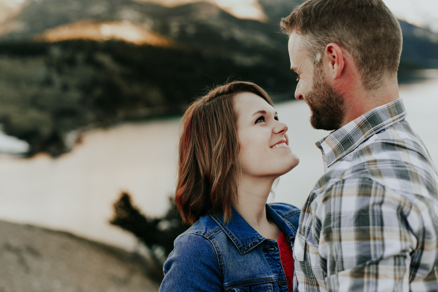 waterton-photographer-love-and-be-loved-photograph-mountain-engagement-luc-megan-picture-iamge-photo-51.jpg