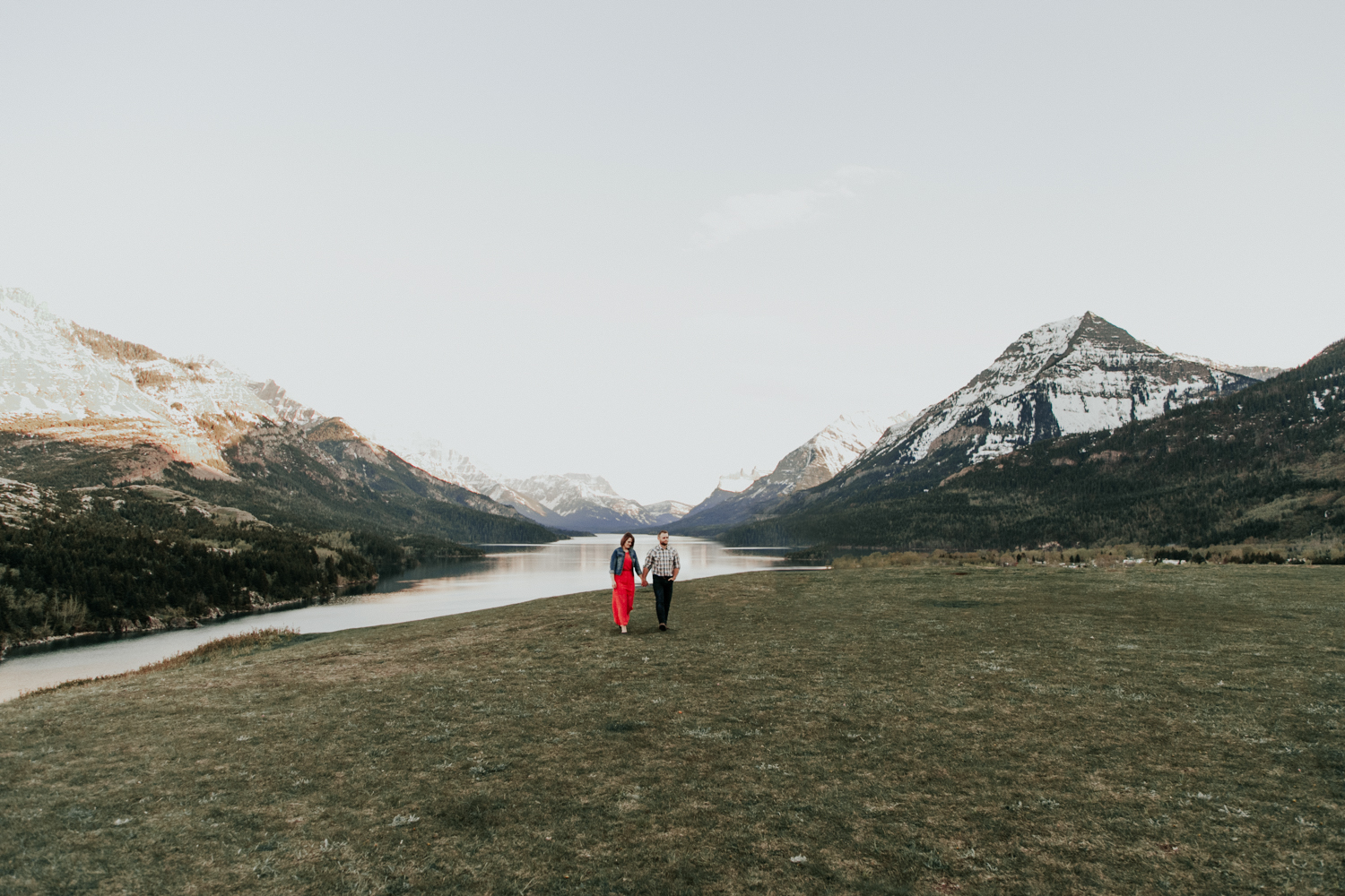 waterton-photographer-love-and-be-loved-photograph-mountain-engagement-luc-megan-picture-iamge-photo-56.jpg