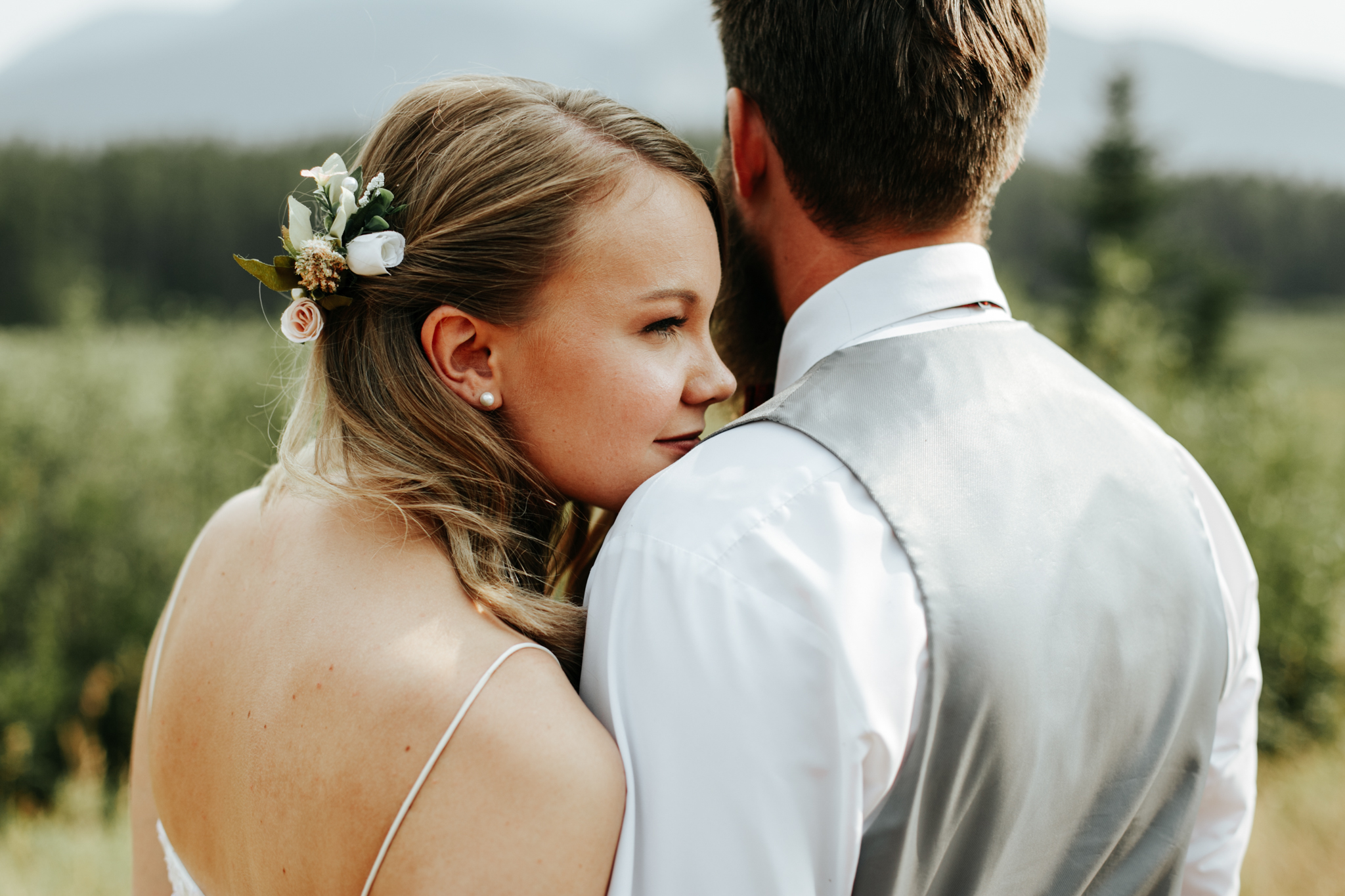 castle-mountain-wedding-photographer-love-and-be-loved-photography-lethbridge-pincher-creek-crowsnest-pass-yannick-rylee-photo-image-picture-155167.jpg