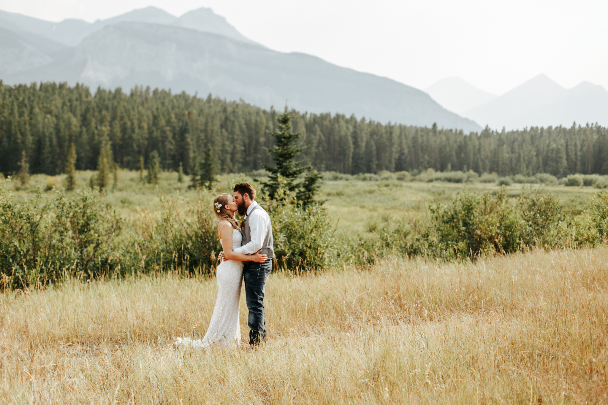 castle-mountain-wedding-photographer-love-and-be-loved-photography-lethbridge-pincher-creek-crowsnest-pass-yannick-rylee-photo-image-picture-155170.jpg