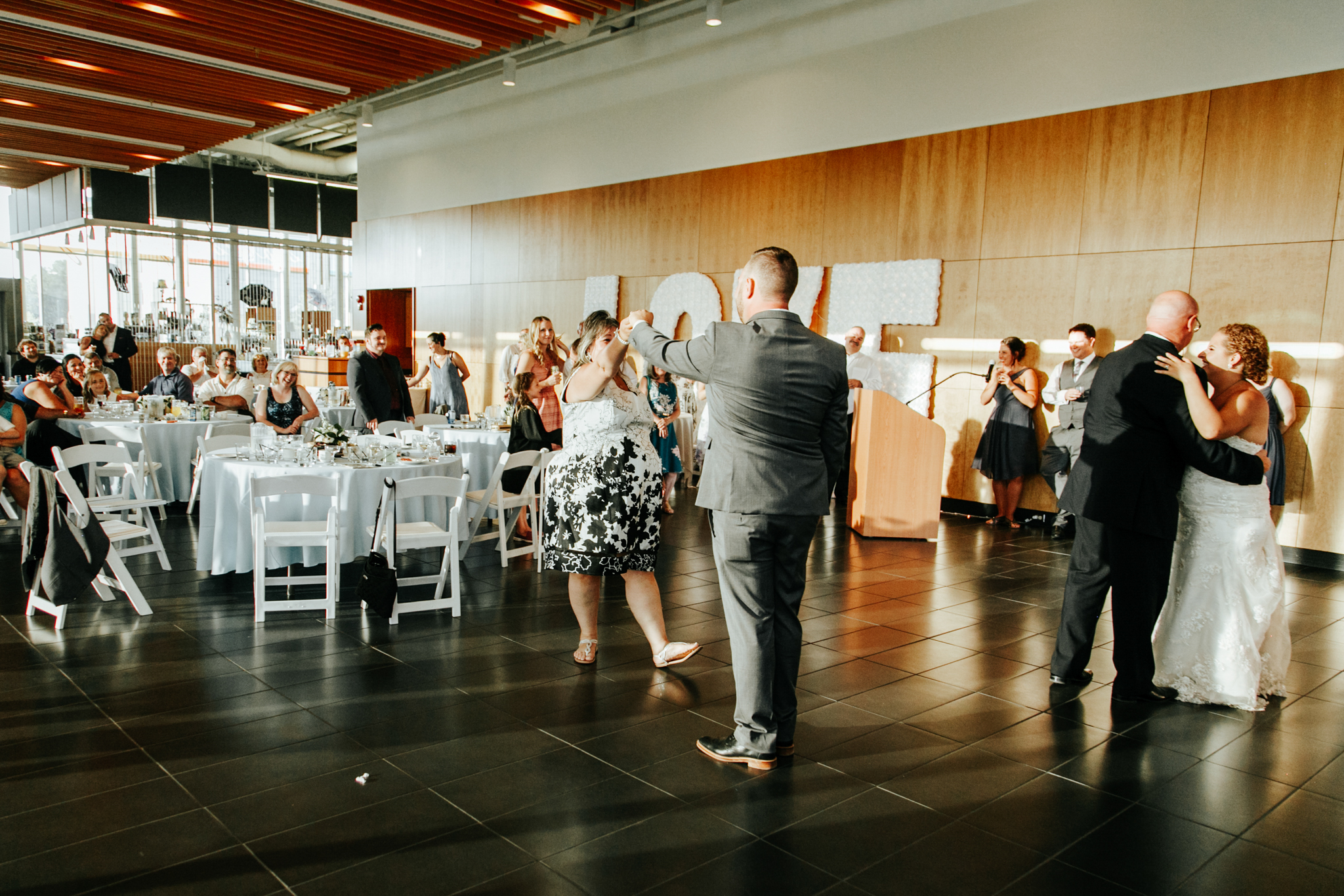 lethbridge-wedding-photographer-love-and-be-loved-photography-trent-danielle-galt-reception-picture-image-photo-208.jpg