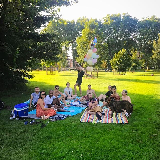 Thanks to all the lovely people who decided to spend the hottest day of the year having a picnic with me and my helium balloon collection 🎈This year, I feel like I'm aging in reverse ❤️🥳