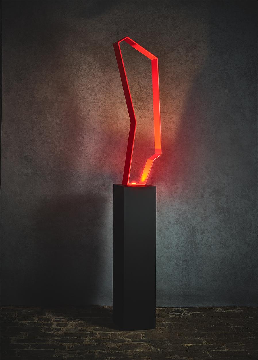 N07.   L x l x H : 28 x 20 x 173 (socle inclus) Matériau : aluminum Type d'éclairage : led 4 watts