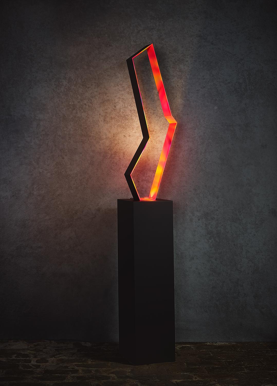 N04.   L x l x H : 30 x 24 x 178 (socle inclus) Matériau : aluminum Type d'éclairage : led 4 watts