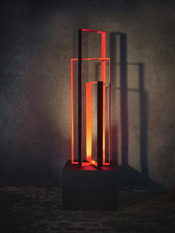N10.   L x l x H : 55 x 55 x 180 (socle inclus) Matériau : aluminum Type d'éclairage : led 4 watts