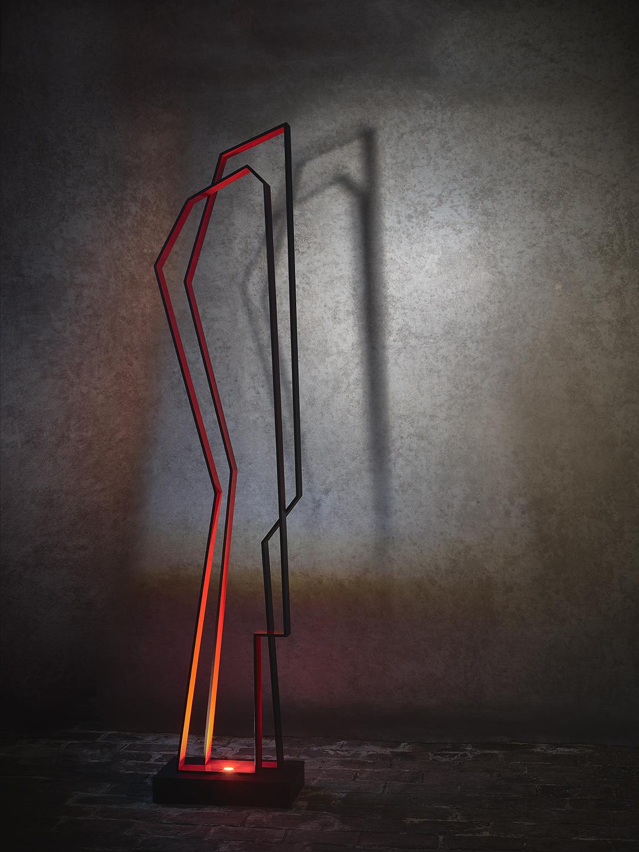 N06.   L x l x H : 22 x 39 x 186 (socle inclus) Matériau : aluminum Type d'éclairage : led 4 watts