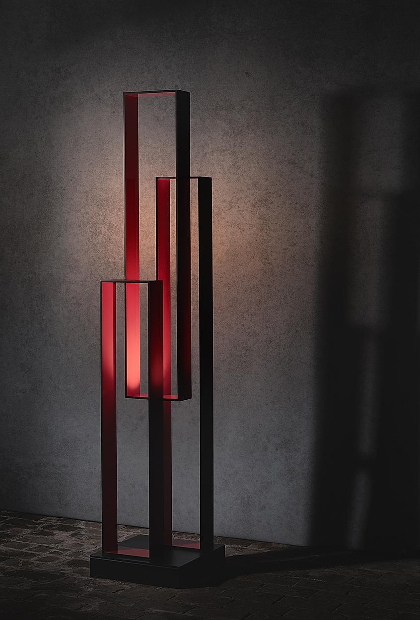 N03.   L x l x H :40 x 25 x 180 (socle inclus) Matériau : aluminum Type d'éclairage : led 6 watts