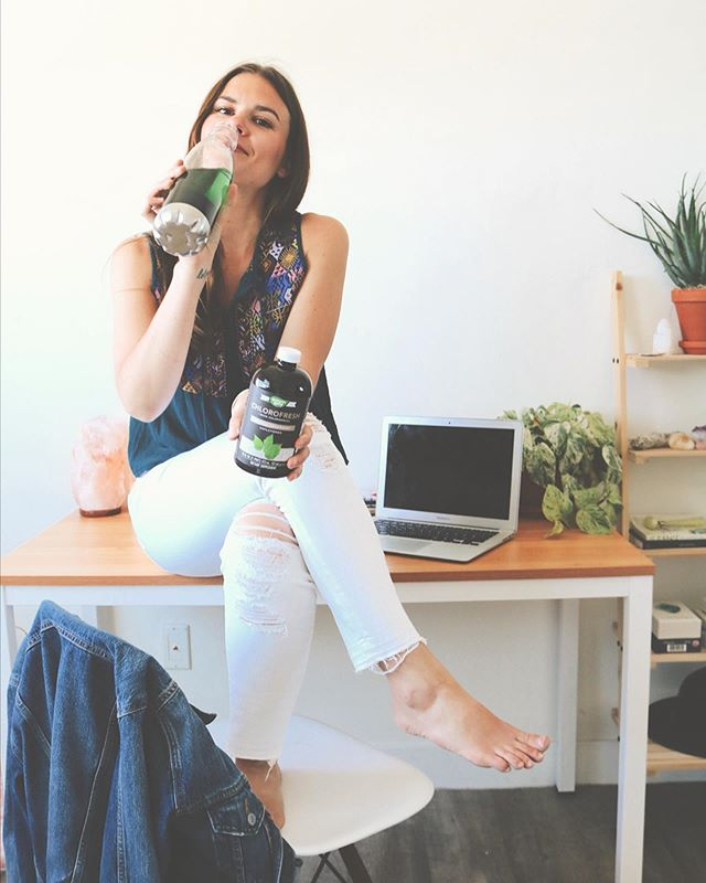 If you guys have been following along for a while, you know I drink chlorophyll water regularly! What started as a fun conversation starter has become a tried and true part of my daily routine that I can't live without. . . I add it to my water bottle and keep it by my side throughout the day whether at my desk working or on the go headed to yoga. I swear it makes me drink more when I see this bright green color! I use Chlorofresh from @natureswaybrands and am excited to be partnering with them for months to come and celebrating wellness together. Nature's way has been paving the way to wellness for 50 years! . .  It's THE BEST! Have you tried adding it to your water yet? #trusttheleaf #naturesway #mywaytowell